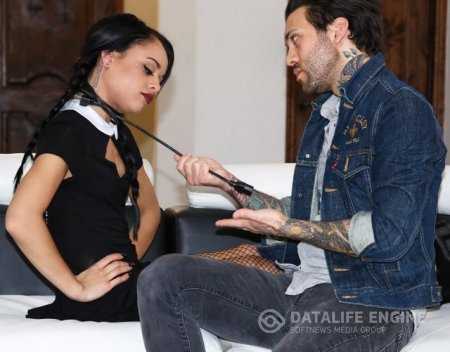 Holly Hendrix - A Very Adult Wednesday Addams (2017/FullHD + HD)